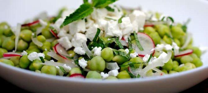 Fresh green chickpeas salad